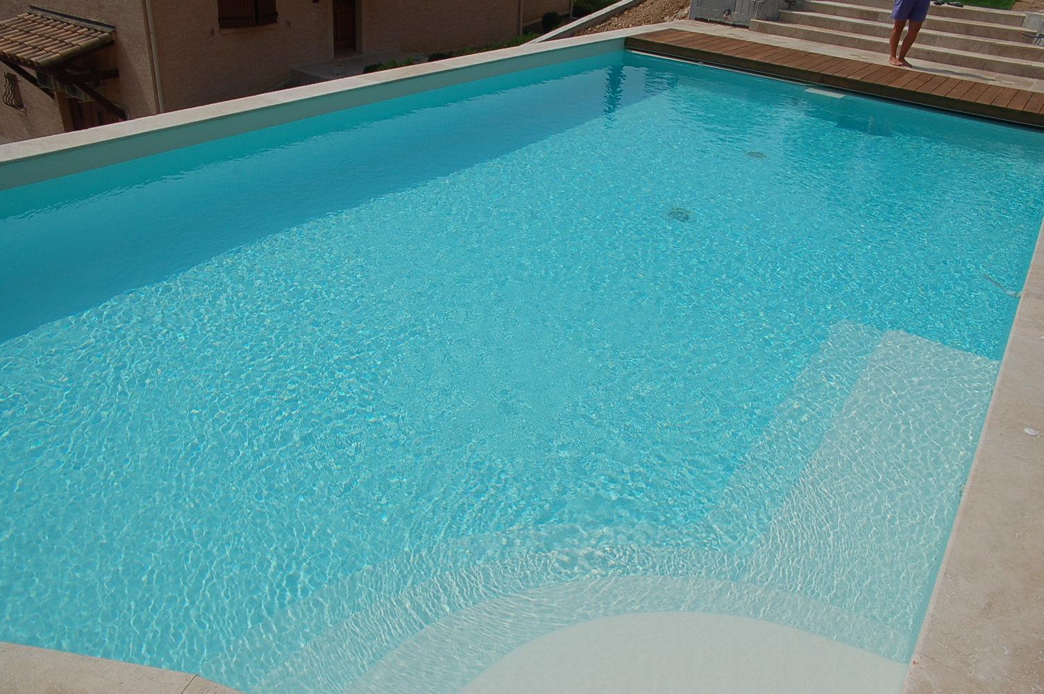 Piscines enterr es votre piscine permanente kopec - Piscine carrelage ou liner montpellier ...