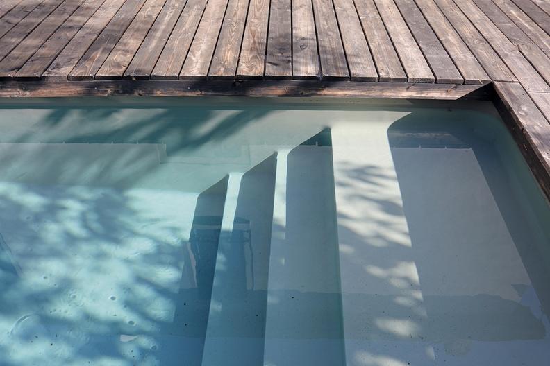 Piscine bois avec escalier integre id es de design for Liner piscine sur mesure avec escalier